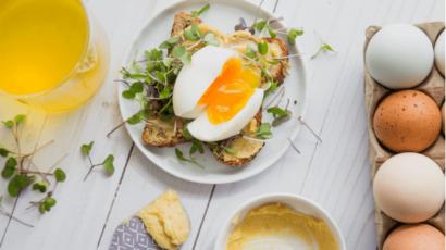 अंडे खाने के 20 फायदे – शरीर और मस्तिष्क के लिए फायदेमंद