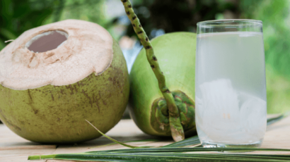 नारियल पानी के फायदे और नुकसान – Coconut water