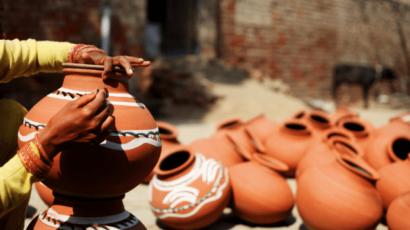 मिट्टी के मटके का पानी पीने के फायदे – प्राकृतिक फ्रिज और गुणों का भंडार