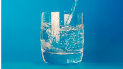 खाली पेट पानी पीने के फायदे – करे वजन कम और कई लाभ