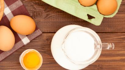 7 दूध और कच्चा अंडा खाने के फायदे – हड्डी, मस्तिष्क, दांतों, खून के लिए लाभदायक
