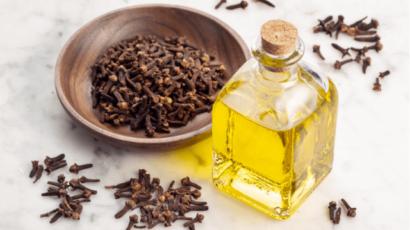 लौंग तेल के फायदे और नुकसान – Clove oil