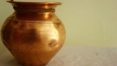 तांबे के बर्तन में पानी पीने से वजन घटाने सहित 6 फायदे