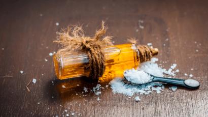 कपूर के फायदे और नुकसान – Camphor