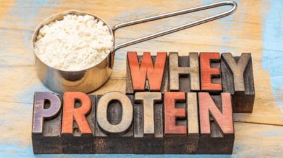 व्हे प्रोटीन (प्रोटीन पाउडर) के फायदे और नुकसान – Whey Protein