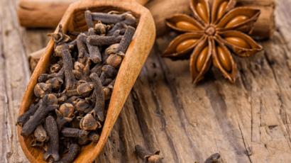 आयुर्वेद में लौंग के फायदे और नुकसान – Cloves