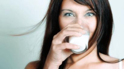 कच्चा दूध पीने के फायदे और नुकसान