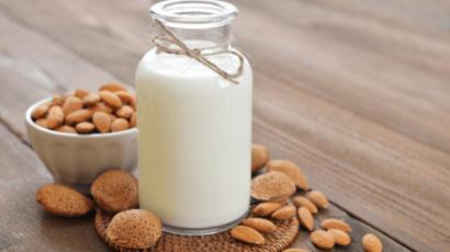 बादाम दूध के फायदे और नुकसान – Almond Milk