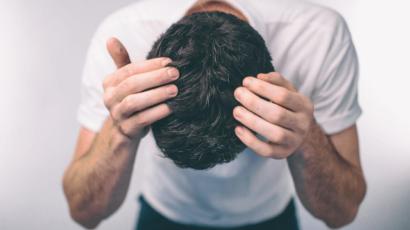 बालों को जड़ से काला करने के उपाय
