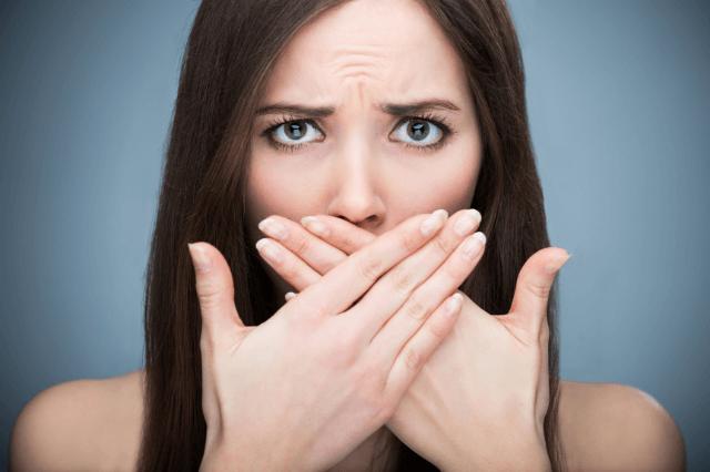 मुंह से बदबू आने का कारण और उपाय