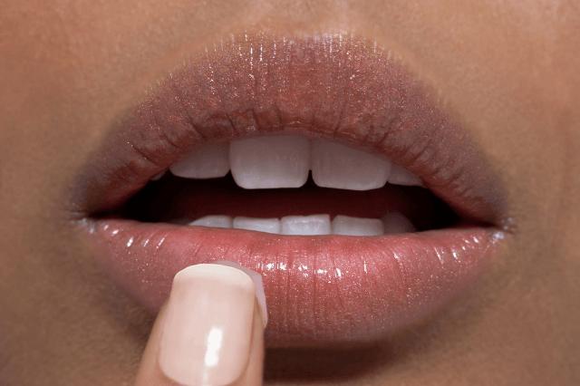 होंठ काले होने के कारण और उपाय