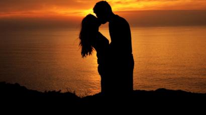किस करने के फायदे – Benefits of Kissing