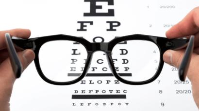 आंखों की रोशनी कम होने के कारण और उपाय