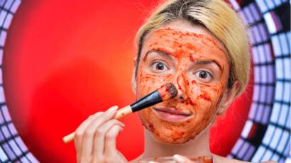 चेहरे में टमाटर लगाने के फायदे – Benefits of applying Tomato on Face