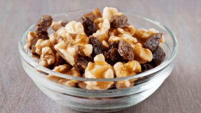 अखरोट और किशमिश खाने के फायदे – Benefits of eating Walnuts and Raisins